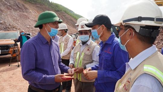 Phải đảm bảo chất lượng và tiến độ thi công cao tốc Cam Lộ - La Sơn - Ảnh 2.