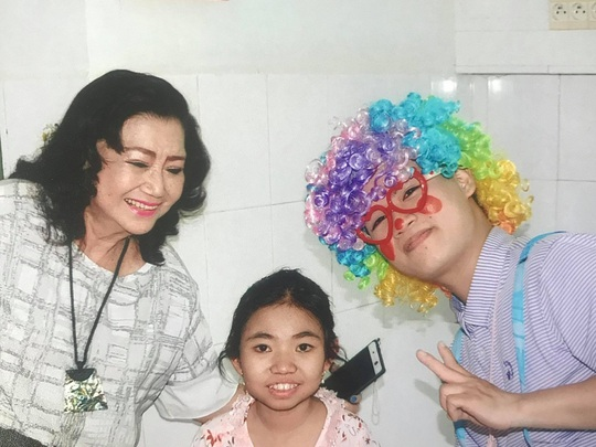 Kỳ nữ Kim Cương khởi động chương trình chăm sóc bệnh nhi ung thư - Ảnh 1.