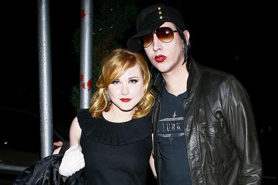 """Rocker """"lập dị"""" Marilyn Manson bịhất cẳng sau cáo buộc bạo hành - Ảnh 3."""