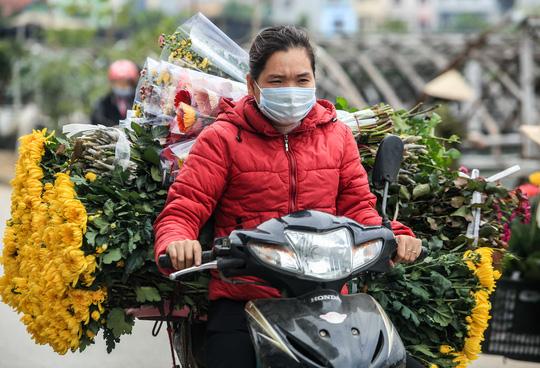 CLIP: Thị trường hoa Tết Tân Sửu 2021 ở Thủ đô đìu hiu vì dịch Covid-19 - Ảnh 11.