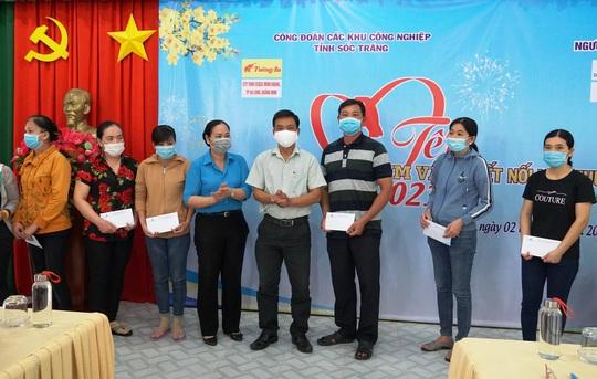 Trao 400 phần quà Tết cho công nhân nghèo ở Sóc Trăng - Ảnh 7.