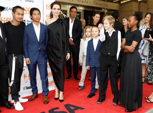 Angelina Jolie nuôi dạy 6 con như thế nào sau ly hôn với Brad Pitt? - Ảnh 3.
