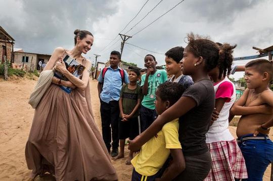 Angelina Jolie nuôi dạy 6 con như thế nào sau ly hôn với Brad Pitt? - Ảnh 5.