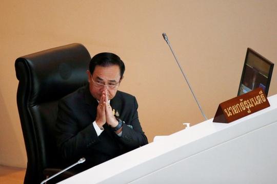 Thủ tướng Thái Lan vượt qua bỏ phiếu bất tín nhiệm - Ảnh 1.