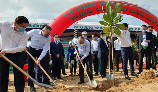 Thủ tướng Nguyễn Xuân Phúc phát động Tết trồng cây tại Phú Yên - Ảnh 5.