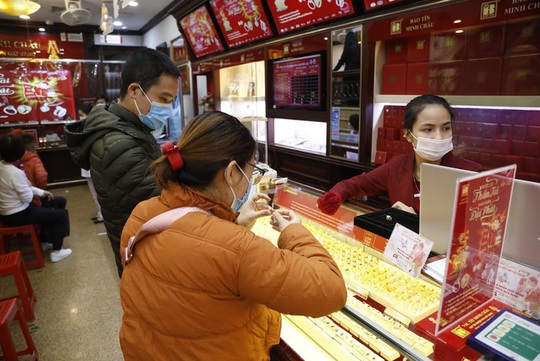 Bán vàng trong ngày vía Thần Tài, chủ tiệm vàng ở vùng dịch bị phạt 20 triệu đồng - Ảnh 1.