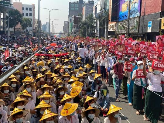 Cảnh báo chết chóc của quân đội Myanmar - Ảnh 1.