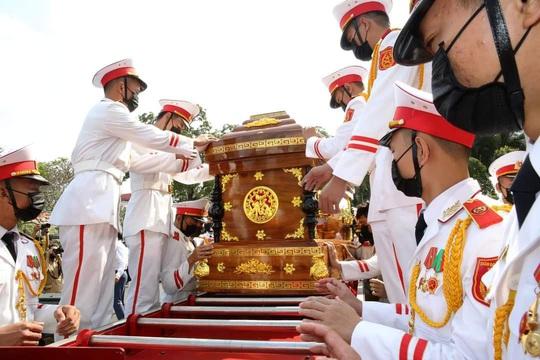 Xúc động tiễn đưa nguyên Phó Thủ tướng Trương Vĩnh Trọng - Ảnh 15.