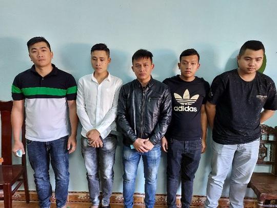 Lộ diện nhóm người được tài xế xe Kim Liên gọi đến hành hung xe An Phát - Ảnh 2.