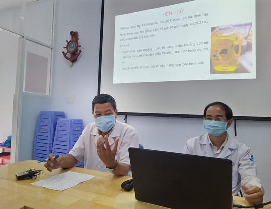Xuyên Tết dùng tim phổi nhân tạo cứu bé 15 tháng uống nhầm dầu thắp đèn - Ảnh 1.