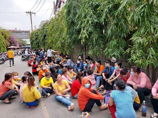 CÔNG TY TNHH ASIA GARMENT: Bị nợ hơn 9 tỉ tiền lương, BHXH, hơn 400 công nhân ngừng việc - Ảnh 1.