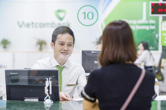 Vietcombank tiếp tục giảm lãi suất tiền vay hỗ trợ khách hàng bị ảnh hưởng bởi đại dịch Covid-19 - Ảnh 2.