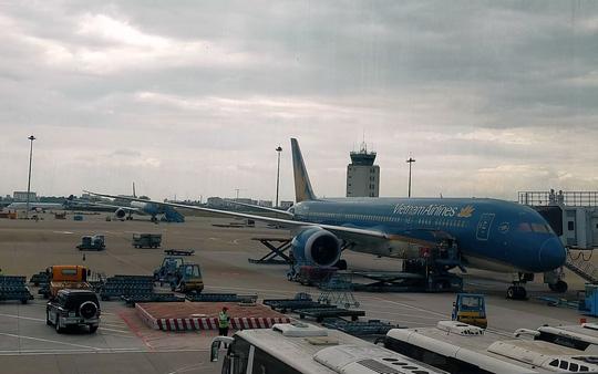 Chấn chỉnh an toàn hoạt động của các phương tiện trong khu bay - Ảnh 1.