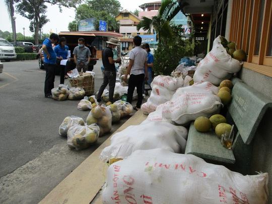Người dân TP HCM giải cứu bưởi đào đặc sản giá 15.000 đồng/kg - Ảnh 5.