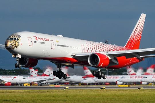 Boeing 777 lại lỗi động cơ, hạ cánh khẩn cấp ở Nga - Ảnh 1.