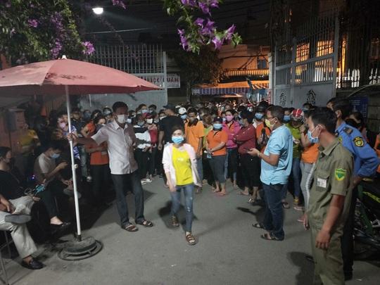 Công ty TNHH Asia Garment tạm ứng cho công nhân 1 triệu đồng/người - Ảnh 1.