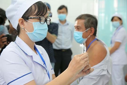 Có vắc-xin Covid-19 vẫn phải cảnh giác với dịch - Ảnh 1.