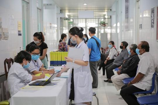Tiêm thử nghiệm vắc-xin COVID-19 của Việt Nam cho 300 người ở Long An - Ảnh 1.