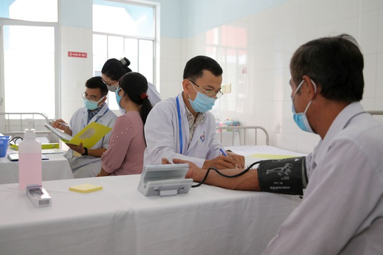 Tiêm thử nghiệm vắc-xin COVID-19 của Việt Nam cho 300 người ở Long An - Ảnh 3.