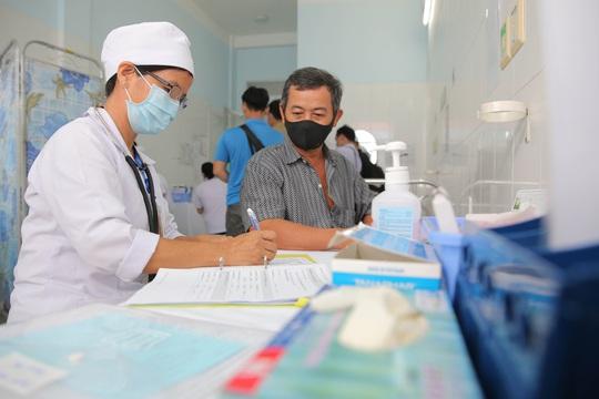 Tiêm thử nghiệm vắc-xin COVID-19 của Việt Nam cho 300 người ở Long An - Ảnh 4.