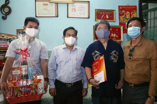 Mai Vàng nhân ái thăm nhạc sĩ Vũ Hoàng và NSND Lệ Thi - Ảnh 1.