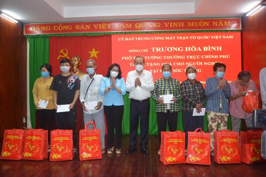 Phó Thủ tướng Thường trực Trương Hòa Bình thăm, tặng quà Tết tại Sóc Trăng - Ảnh 2.