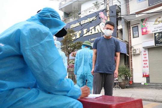 Quảng Ninh: Hỗ trợ 250.000 đồng/ngày cho người được cách ly y tế, phục vụ trong khu cách ly - Ảnh 1.