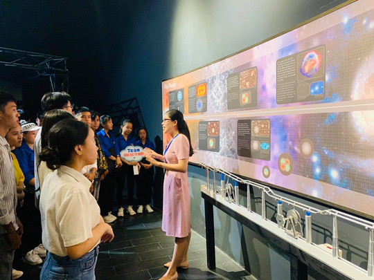 Độc đáo tour du lịch khám phá khoa học đầu tiên ở Việt Nam - Ảnh 2.