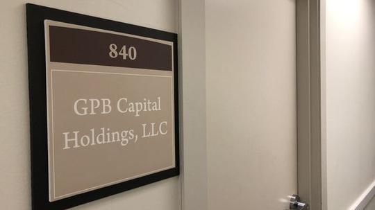 Hơn 17.000 nhà đầu tư Mỹ mắc bẫy lừa đảo Ponzi - Ảnh 1.