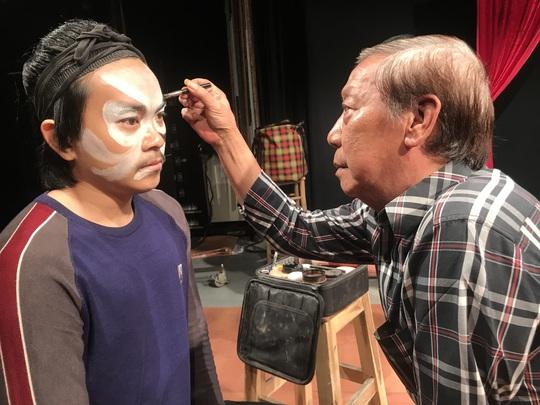 Nghệ sĩ Mai Vàng nhân ái truyền năng lượng tích cực cho đàn em - Ảnh 7.