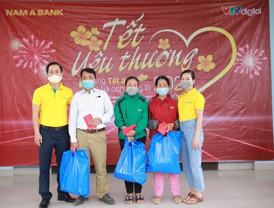 Nam A Bank mang Tết ấm đến bà con vùng lũ tại Trà Leng và Rào Trăng - Ảnh 3.