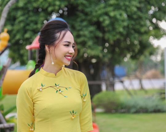 Gia đình Victor Vũ - Đinh Ngọc Diệp diện áo dài đón Tết - Ảnh 4.