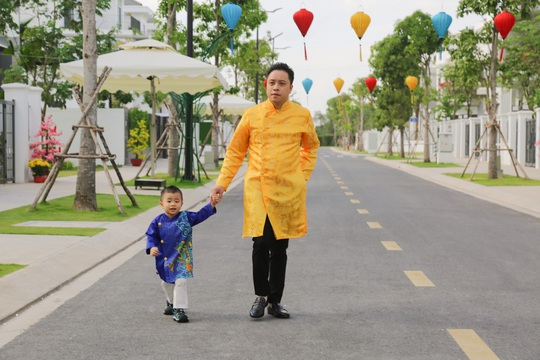 Gia đình Victor Vũ - Đinh Ngọc Diệp diện áo dài đón Tết - Ảnh 5.