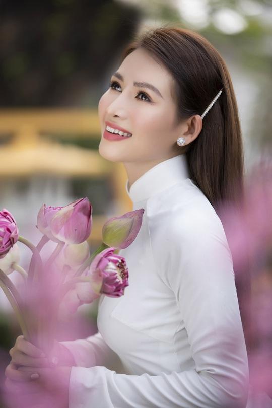 Thúy Diễm, Văn Phượng... khoe sắc rạng ngời đón Xuân Tân Sửu - Ảnh 29.