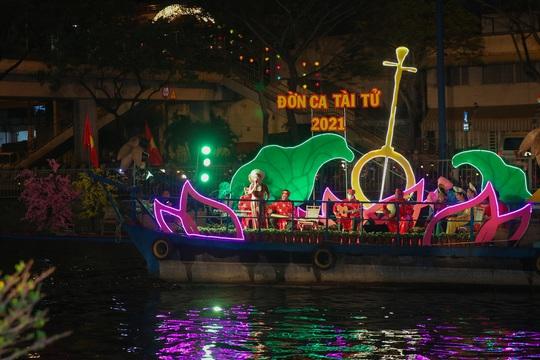 """Rộn ràng chợ hoa Xuân """"Trên bến dưới thuyền"""" ở TP HCM - Ảnh 11."""