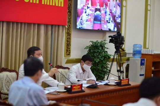 Thủ tướng đồng ý giãn cách xã hội một số khu vực ở TP HCM - Ảnh 2.