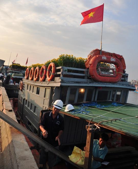 Chở Tết ra đảo tiền tiêu Lý Sơn - Ảnh 2.