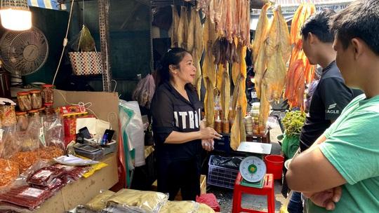 Bí quyết kéo khách của khu chợ Campuchia ở TP HCM - Ảnh 1.