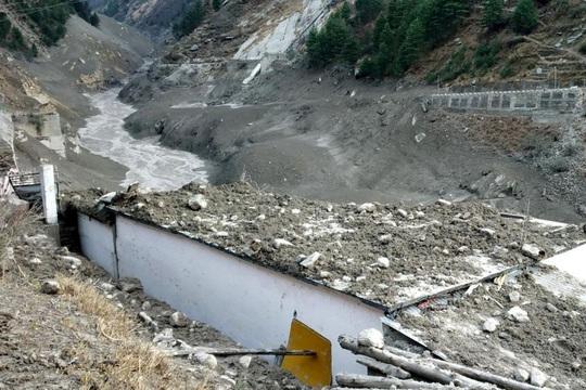 """Sông băng Himalaya vỡ """"như núi lửa phun trào"""" - Ảnh 1."""