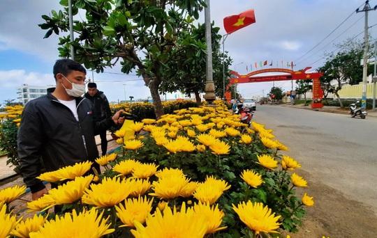 Chở Tết ra đảo tiền tiêu Lý Sơn - Ảnh 4.