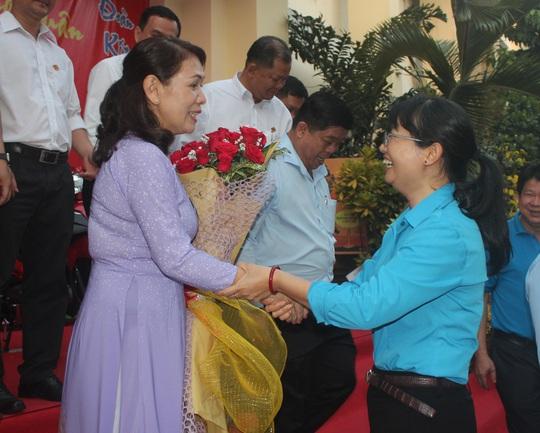 Nữ quản đốc nhường giải thưởng đặc biệt cho công nhân! - Ảnh 3.