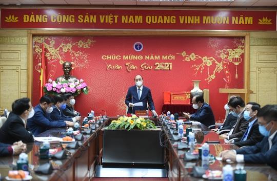 Thủ tướng Nguyễn Xuân Phúc: Trân quý tinh thần hy sinh của các chiến sĩ áo trắng - Ảnh 2.
