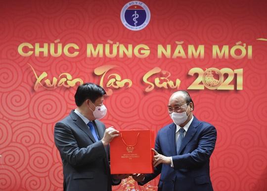Thủ tướng Nguyễn Xuân Phúc: Trân quý tinh thần hy sinh của các chiến sĩ áo trắng - Ảnh 4.