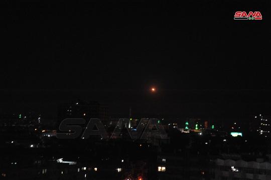 Syria tuyên bố bắn hạ hầu hết tên lửa Israel bay tới Damascus - Ảnh 1.