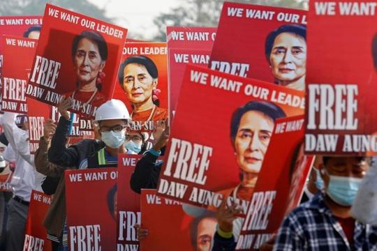 Bà Aung San Suu Kyi ra toà, lãnh thêm tội mới - Ảnh 2.