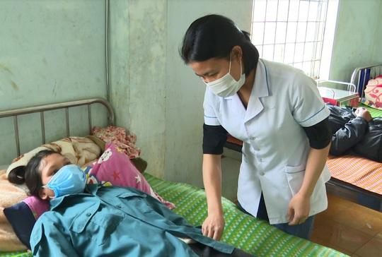 Bệnh lạ làm 2 người chết ở Kon Tum: Nghi ngộ độc thực phẩm - Ảnh 1.