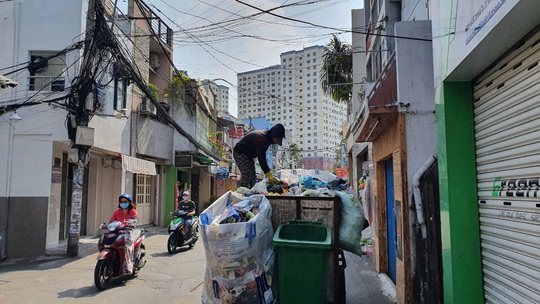TP HCM: Chuyển đổi phương tiện thu gom rác, cần thêm 265 tỉ đồng - Ảnh 1.
