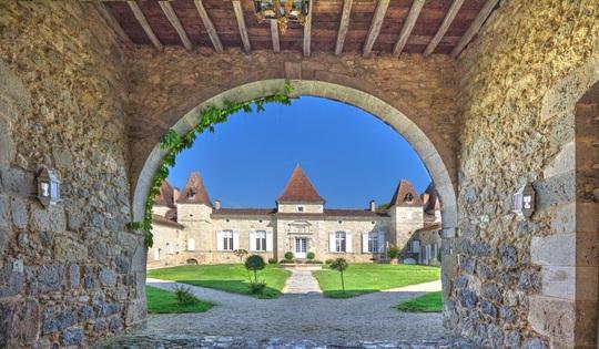 Giới tài phiệt Trung Quốc đổ xô mua lâu đài châu Âu - Ảnh 2.