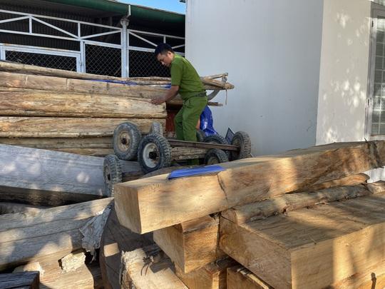 Lại phát hiện vụ phá rừng lớn, thu gần 40m3 gỗ ở Đắk Lắk - Ảnh 1.