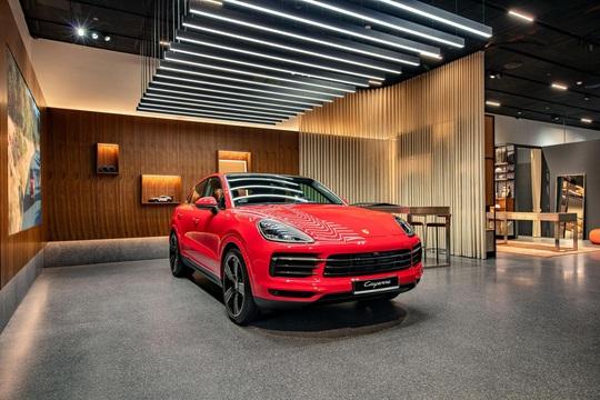 Porsche Studio đầu tiên được đặt tại Hà Nội - Ảnh 2.
